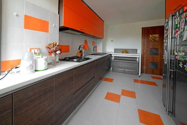 mobila de bucătărie